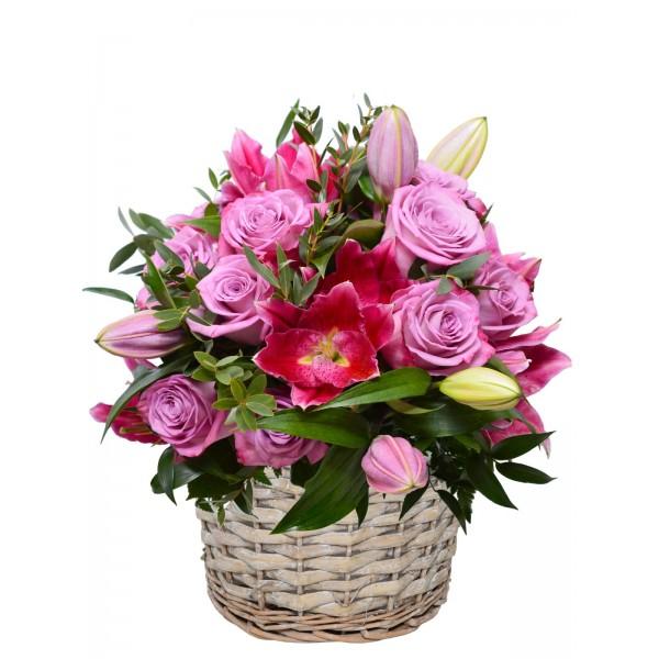 Корзина с цветами 108